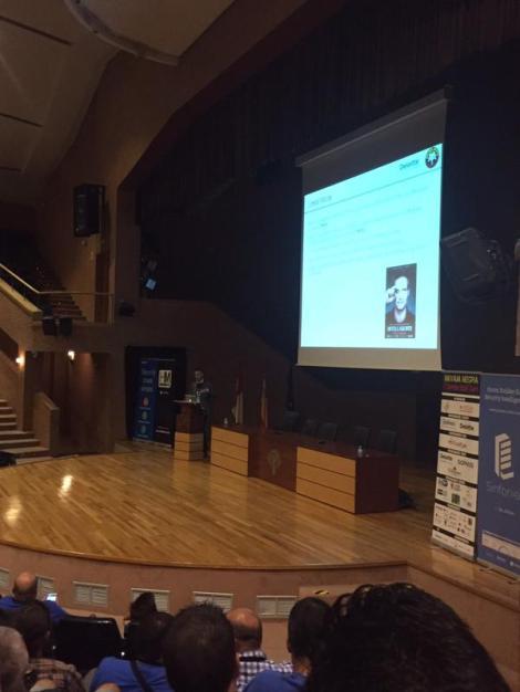 Presentando la charla en Navaja Negra